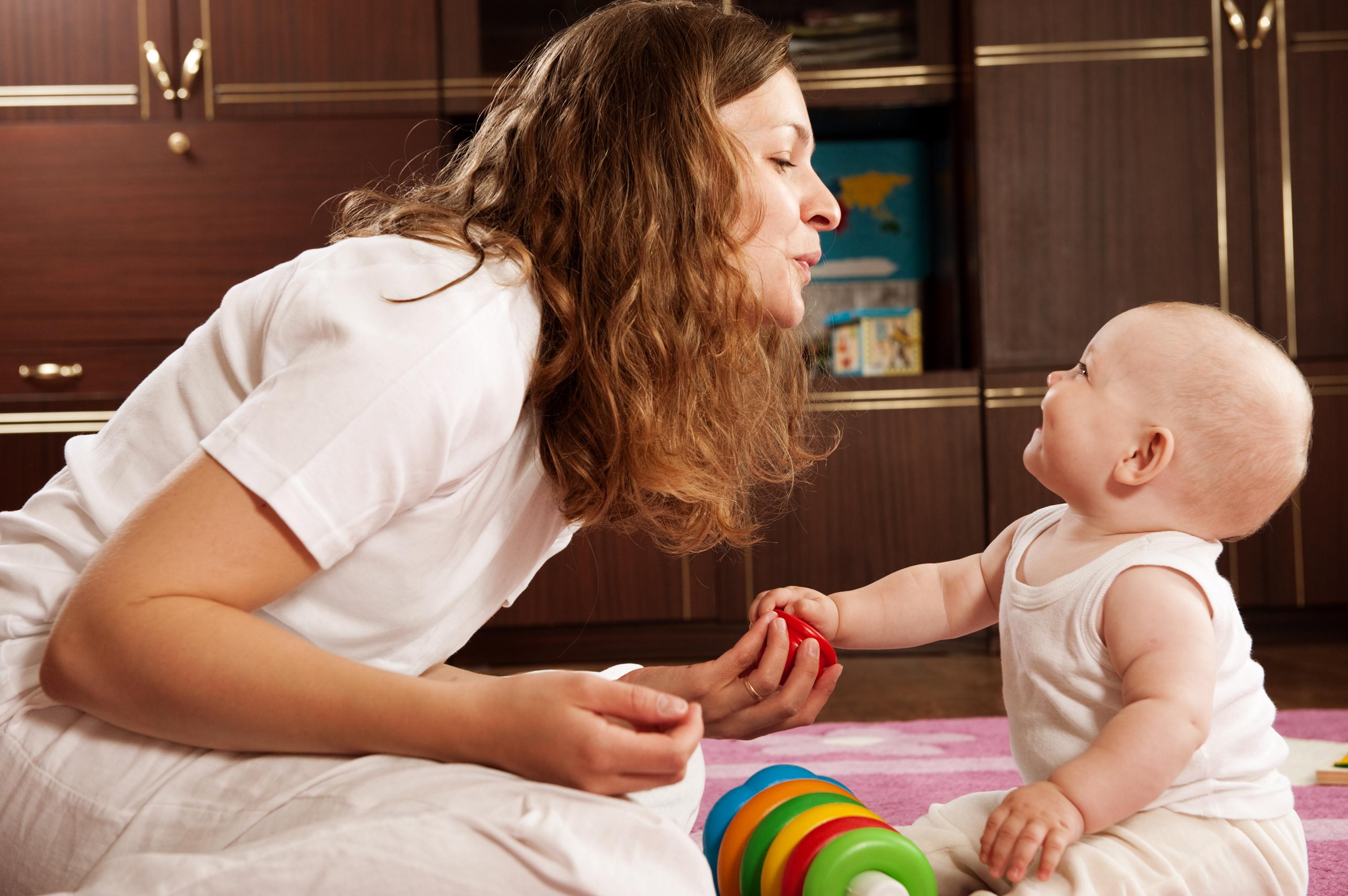 hvornår begynder børn at tale